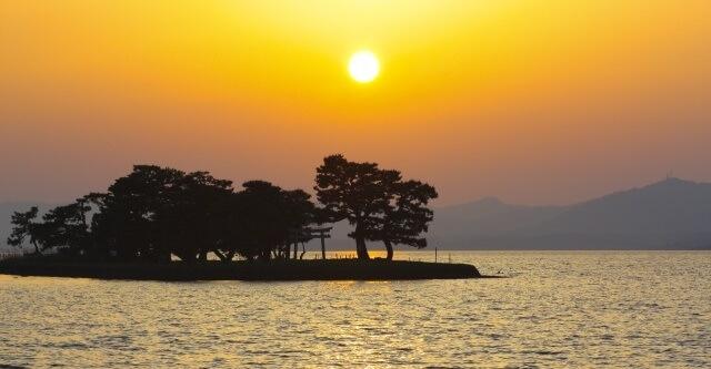 中国地方の観光地「島根県の宍戸湖」イメージ画像