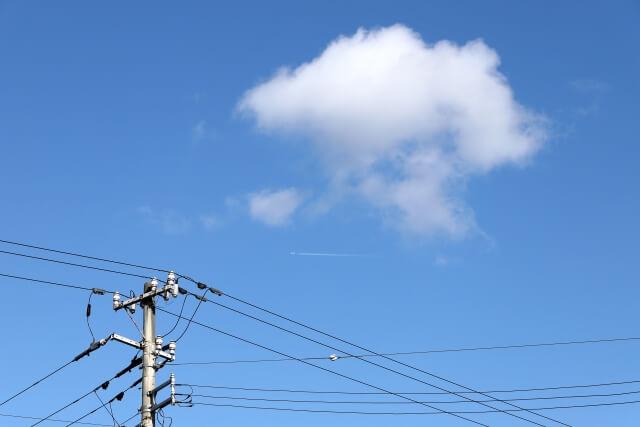 鉄塔と青空のイメージ画像
