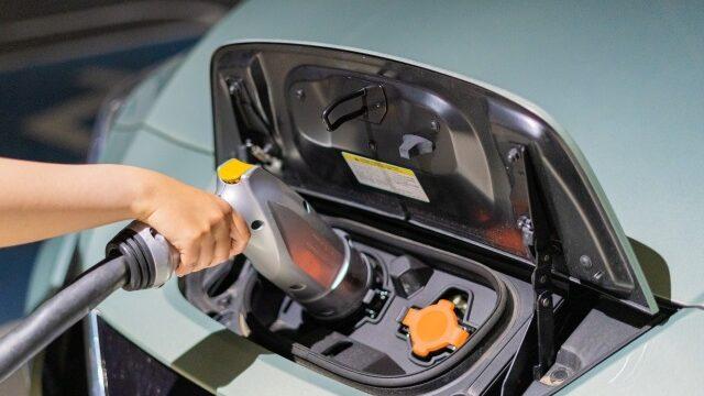 電気自動車の充電イメージ